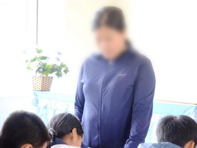 Cô giáo ép cả lớp tát học sinh 231 cái đập đầu vào tường tự tử?