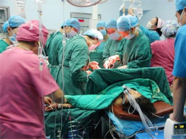 Nhập viện sinh con khi mang thai 8 tháng, người mẹ ra đi mãi sau một tiếng ho