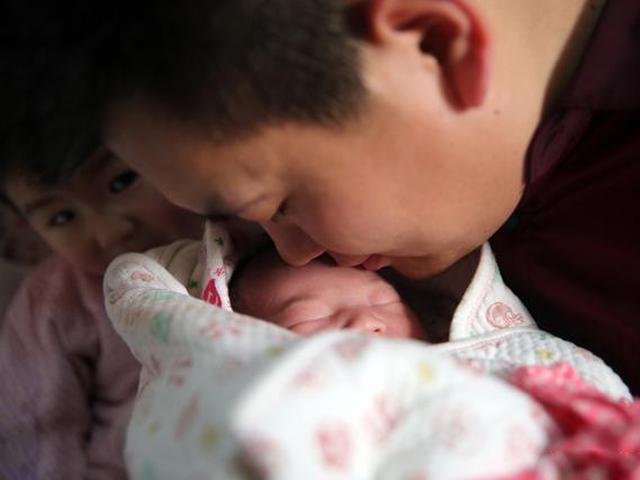 Chồng Thái Bình nhặt từng tinh binh để có con, thai 17 tuần vợ lặng người nhận tin dữ