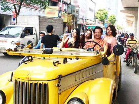"""Hé lộ về 3 chân dài trên """"siêu xe"""" cùng Quang Tèo diễu phố, náo loạn khu Cầu Giấy"""