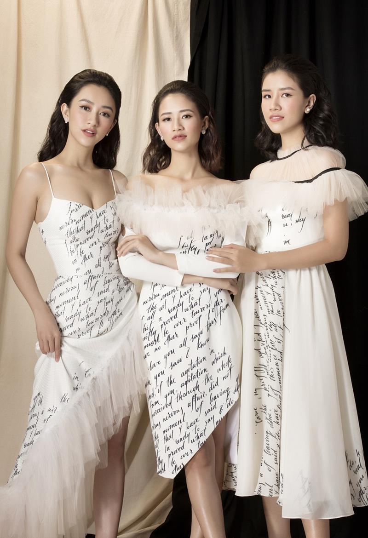 Mới đây, người đẹp Ảnh Hoa hậu Trái đất Hà Thu lần đầu khoe những hình ảnh bên 2 cô em gái xinh đẹp đã ngay lập tức gây chú ý cộng đồng mạng.