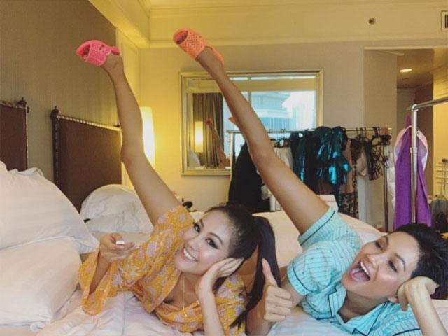 Không có tiền, HHen Niê mang dép tổ ong chỉ 10k tặng bạn tại Miss Universe 2018