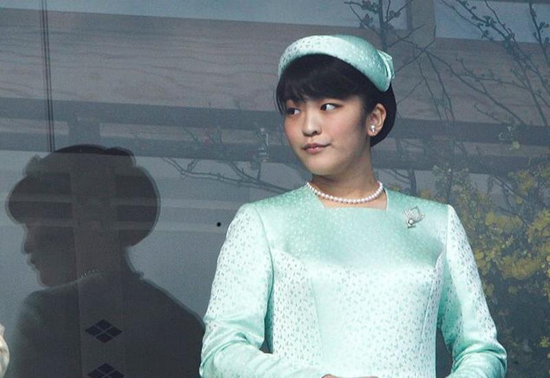 1. Công chúa Mako  Sinh năm 1991, công chúa Mako là con gái của Hoàng tử Akishino và Công nương Kiko. Cô là thần tượng của giới trẻ Nhật Bản bởi vẻ ngoài xinh đẹp và sự giỏi giang, nhân hậu.