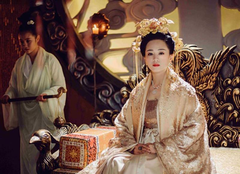 """Lịch sử Trung Quốc ghi chép dưới thời nhà Thanh,việc tránh thai của phi tần rất được chú trọng. Sau khicùng phi tử giao hoan, nếu nhà vua nói """"không lưu"""", thái giám tổng quảnsẽ ấn vào huyệt sau cổ của phi tần để """"long tinh"""" chảy ra khỏi thân thể."""