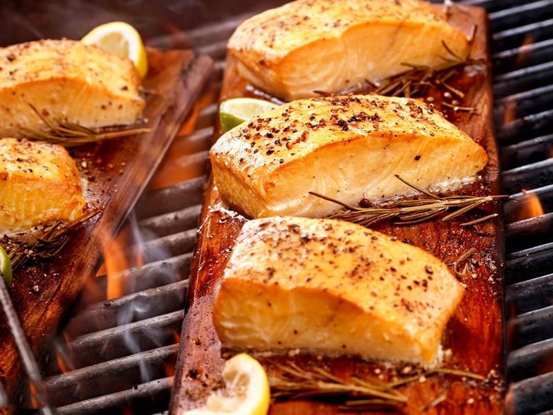 Chất béo trong cá sẽ chuyển hóa thành lipid peroxide sau khi chiên ở nhiệt độ trên 200 độc C hoặc kéo dài thời gian ngâm tẩm, chế biến sẽ sinh ra nhiều chất độc hại.