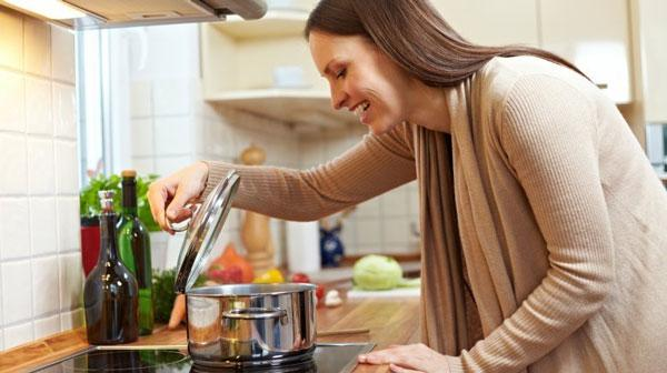 Nếu cứ làm những việc này khi nấu, cơm sẽ vừa mất chất lại gây hại cả nhà
