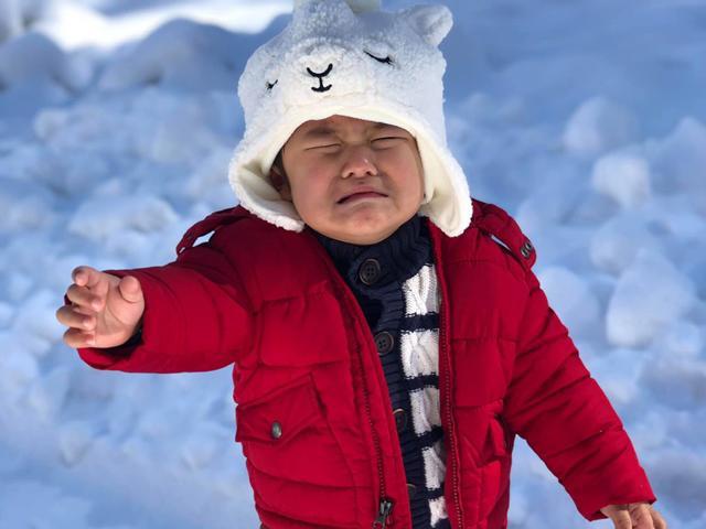 Tưởng vợ Đan Trường để con khóc giữa trời lạnh buốt, không ngờ lý do vô cùng đáng yêu