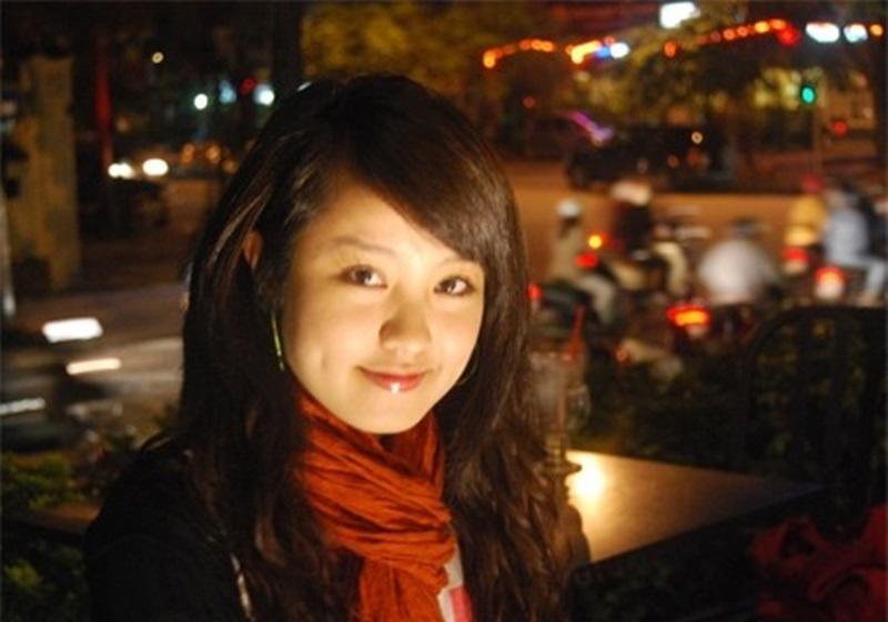 Mi Vân là cô nàng sở hữu gương mặt sinh đẹp cùng nụ cười rất duyên. Cô nàng sinh năm 1988 và là 1 trong những hot girl 8x nổi tiếng Hà thành. Khi vừa mới tốt nghiệp Nhạc viện Hà Nội năm 2010, cô nàng bất ngờ theo chồng bỏ cuộc chơi.