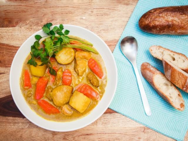 Cách nấu cà ri gà thơm ngon đơn giản tại nhà