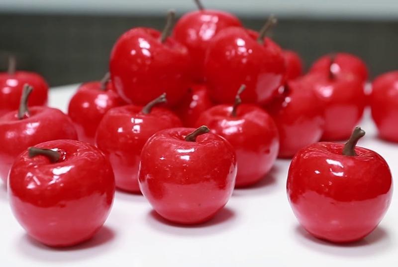 Gia chủ nên chọn những loại hoa quả thật mang ý nghĩatốt lành, đủ màu sắc để thắp hương ngày mùng 1 hay rằm hàng tháng.