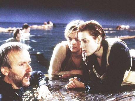 Vì bức email tưởng rất bình thường, nữ chính Titanic lại bị... thả trôi giữa biển