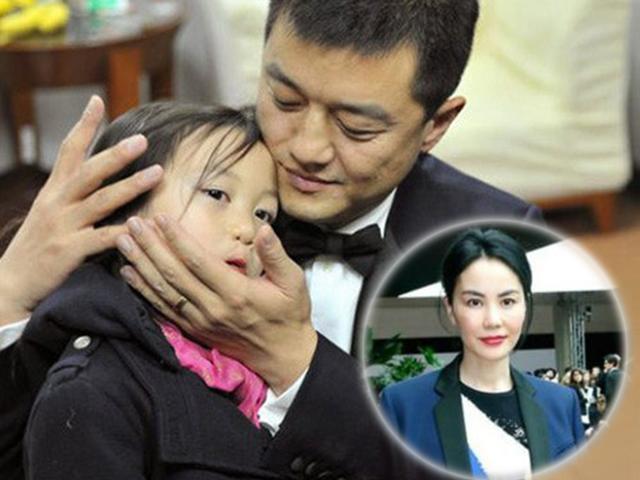 Ngôi sao 24/7: Mặc ca phẫu thuật của con gái, Vương Phi thản nhiên đi chơi với tình trẻ