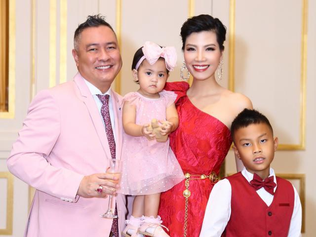 Cựu siêu mẫu lấy chồng 9 năm mới có con khoe ảnh sinh nhật công chúa tròn 1 tuổi