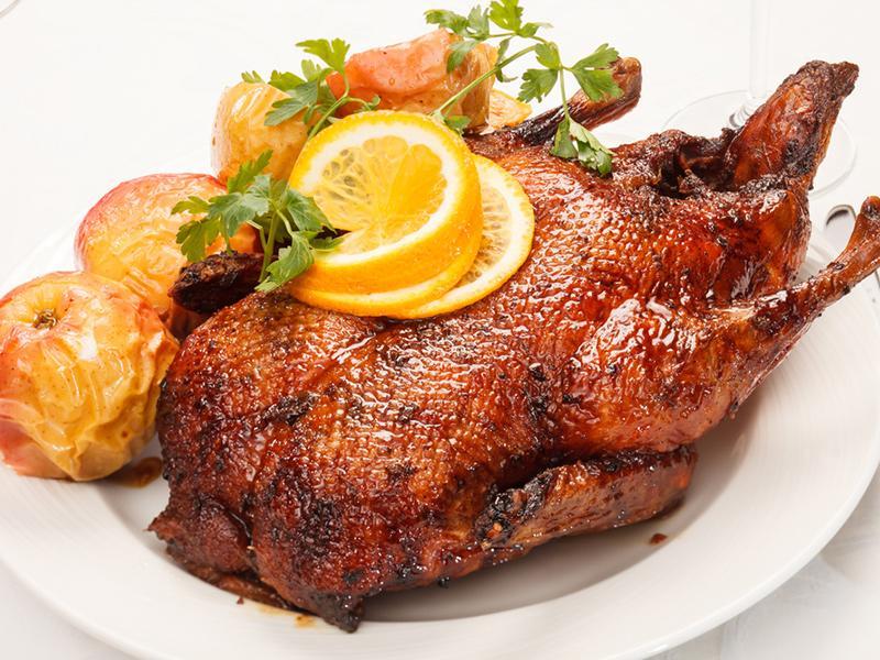 Trước đây trong danh sách những loại thịt lành mạnh được WHO công nhân gồm có thịt gà, bò,.. Nhưng hiện nay chỉ còn thịt ngỗng, vịt và gà. Cấu trúc hóa học của thịt ngỗng khá giống với dầu oliu và rất tốt cho sức khỏe tim mạch.