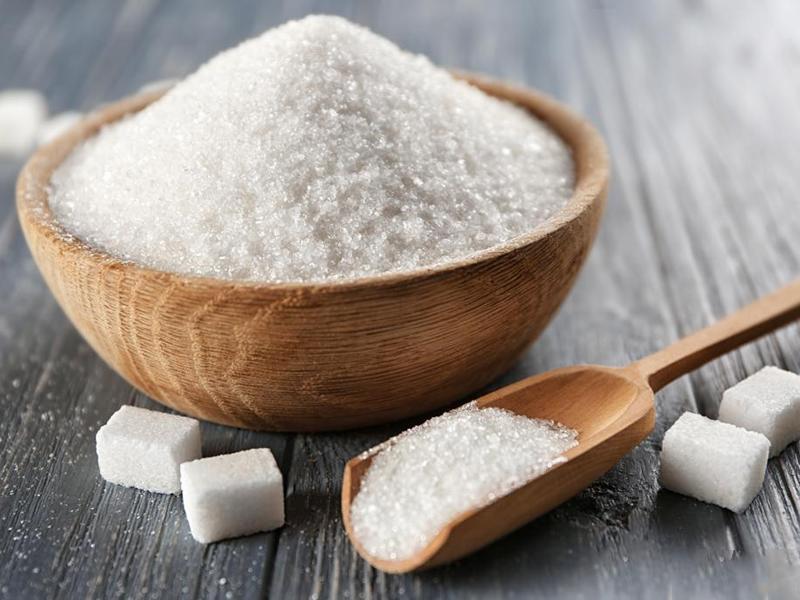 Nhiều người khi làm các món rán hay nướng thường cho thêm đường, món ăn vì thế dễ bị cháy khét. Tuy nhiên nguy hiểm hơn là nếu bạn lạm dụng đường vào món ăn một cách quá thường xuyên sẽ gây hại tới sức khỏe.