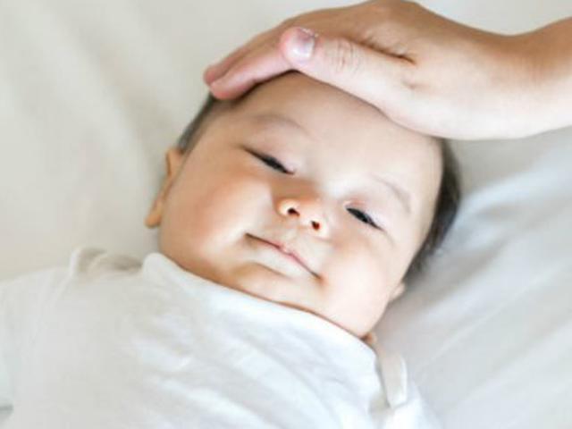 Cách hạ sốt cho trẻ sơ sinh dưới 3 tháng tuổi