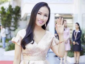 Em gái tỷ phú của Cẩm Ly khoe nhan sắc trẻ trung ở tuổi 46 khi về nước