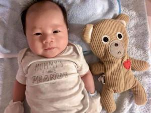 Cận cảnh khuôn mặt đáng yêu, giống bố y đúc của con trai Victor Vũ và Đinh Ngọc Diệp