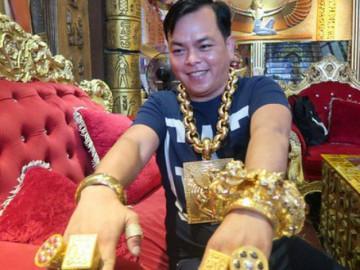 Cơ ngơi bạc tỷ của 'đại gia' đeo 13kg vàng cổ vũ tuyển Việt Nam
