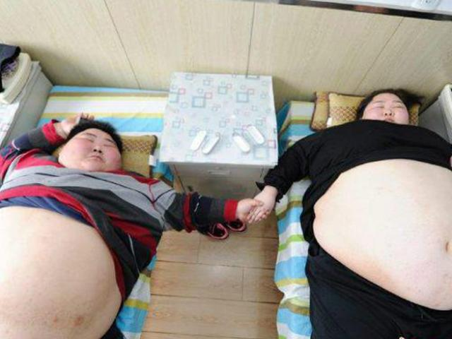 4 cặp vợ chồng dị nhất: Quá béo không thể ân ái, anh chồng ôm em dâu vì nhầm vợ