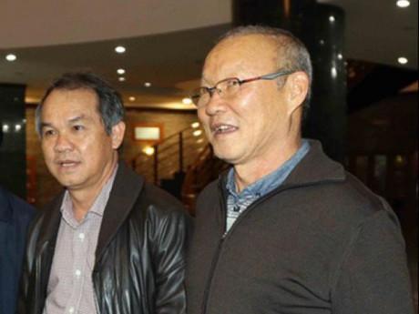 Vì sao bầu Đức trả lương cho HLV Park Hang Seo?