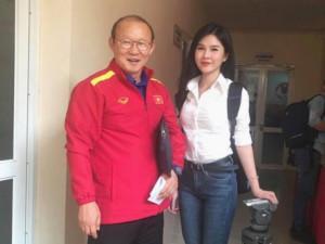 Tin tức 24h: Bất ngờ danh tính cô gái xinh đẹp theo chân tuyển Việt Nam suốt mùa AFF Cup