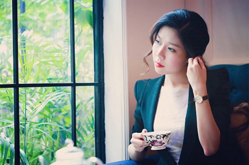1. Nữ doanh nhân nghìn tỉ có quá khứ cơ cực  Tuệ Nghi (SN 1993) tên thật là Phan Thanh Bảo Ngọc, được biết đến là một cô gái tài năng và nghị lực.