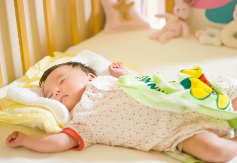 Việc cho con ngủ chung hay ngủ riêng từ trước đến nay luôn là vấn đề gây tranh luận.Nhiều quan điểm hiện đại cho rằng trẻ ngủ riêng sẽ tự lập hơn. Tuy nhiên mới đây, các nhà khoa học cũng lại có những ý kiến ngược chiều.