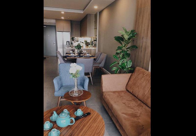 """Mua liền liên tiếp 4 căn nhà sau khi chia tay thiếu gia Phan Thành, tuy nhiên trước đó, người đẹp chia sẻ, căn nhà cô thấy ưng ý và thích nhất là 1 căn hộ """"nhỏ"""" ở Quận 4, TP.HCM."""