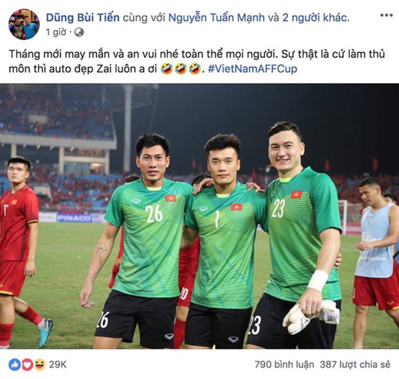 Bùi Tiến Dũng đăng ảnh chụp cùng Lâm Tây, anh cho rằng đã làm thủ môn thì auto đẹp trai khiến fans bấn loạn. Ngay lập tức, nhiều người hâm mộ đã so sánh gu thời trang của hai thủ môn tài sắc vẹn toàn này.
