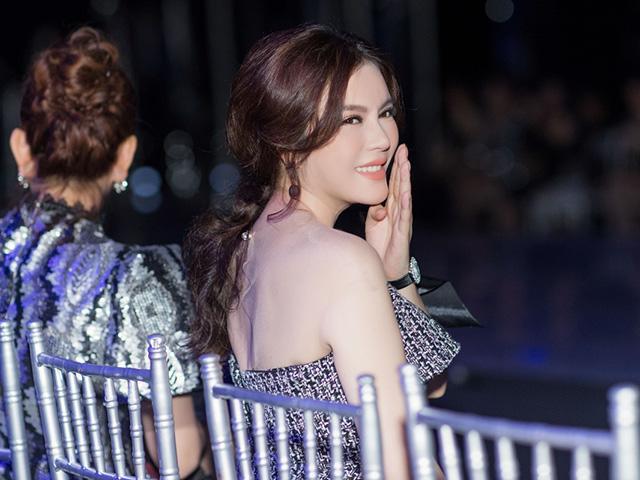 Lý Nhã Kỳ diện đầm cúp ngực, trẻ như gái 18 trên hàng ghế đầu show thời trang