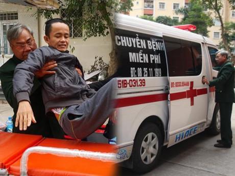 Sau cảnh khóa xích, độc quyền xe cứu thương, Hà Nội xuất hiện chiếc xe chở người bệnh miễn phí
