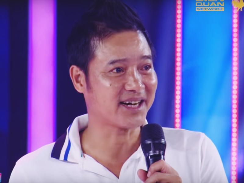 Hiện Hồng Sơn đã 48 tuổi. Anh cũng thường xuyên xuất hiện trên truyền hình với vai trò HLV, khách mời bình luận trận đấu... Mới đây Hồng Sơn gây bất ngờ khi xuất hiện trong Biệt tài tí hon vì con gái út xinh xắn của anh dự thi.