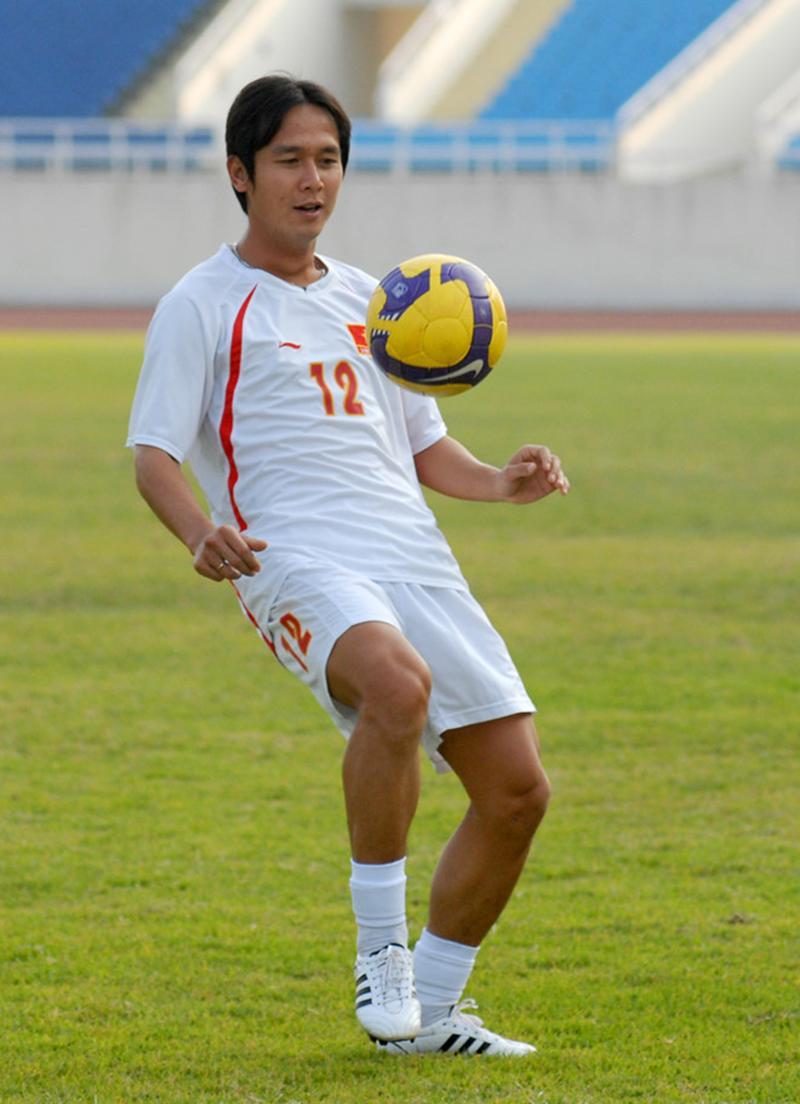 Cầu thủ điển trai Nguyễn Minh Vương - người kế tục ở vị trí của một tiền vệ sau thời Hồng Sơn. Chính nhờ cú đá phạt của Minh Phương đã giúp Công Vinh ghi bàn, đưa đội tuyển Việt Nam tới ngôi vô địch 10 năm trước.