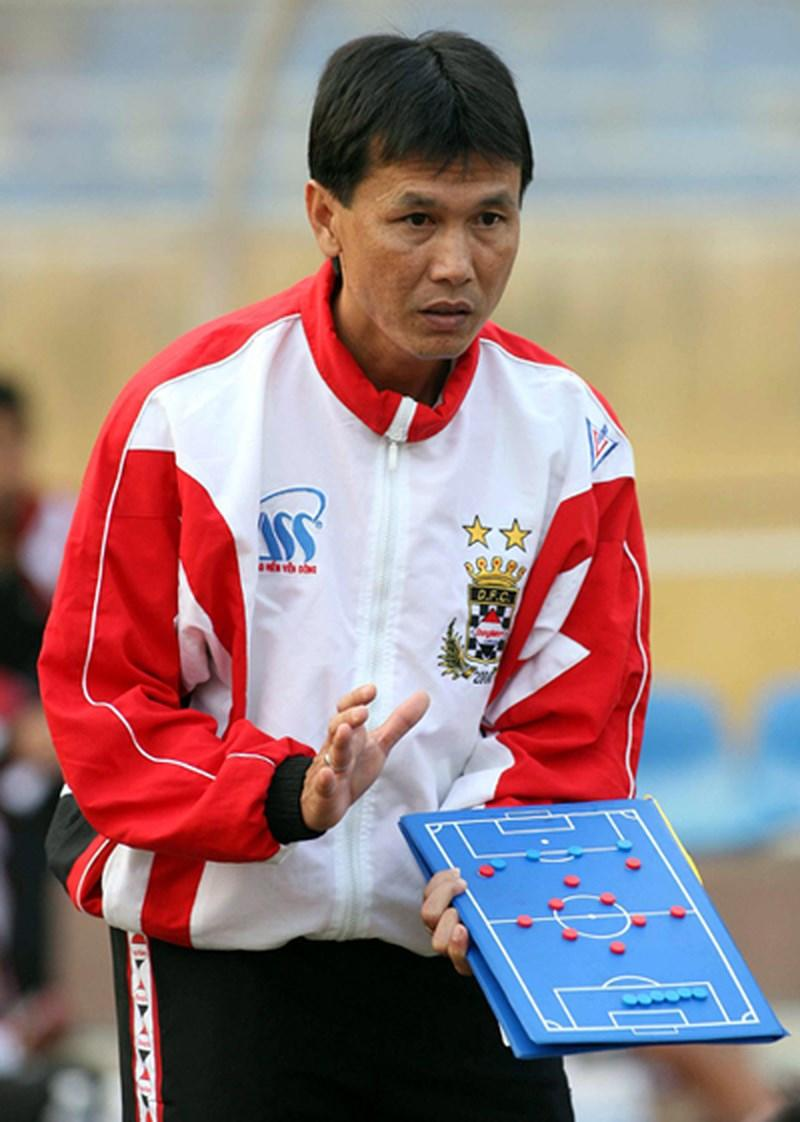 Hiện Trần Công Minh cũng làm HLV. Năm 2016, anh quyết định nhận lời làm HLV trưởng đội Đồng Tháp.