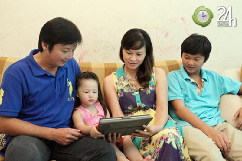 Anh có một gia đình vợ đẹp cùng 3 đứa con xinh. Anh từng nói: 'Tôi hạnh phúc những gì đang có trong tay lúc này'.