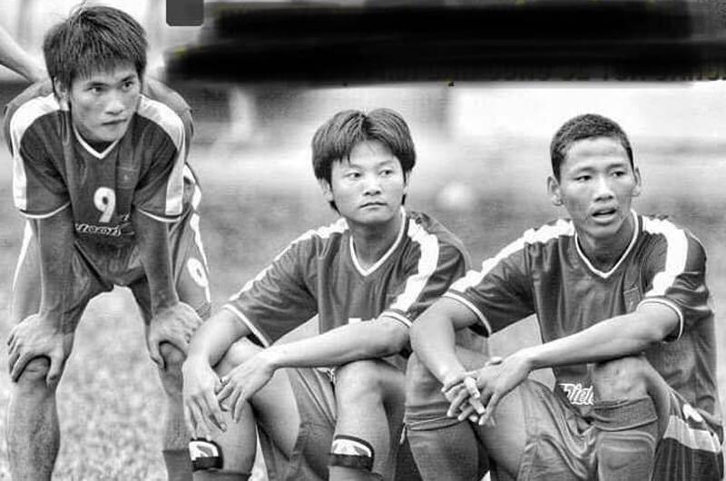 Hơn 10 năm trước, Công Vinh – Văn Quyến – Anh Đức đã cùng nhau chụp chung một tấm ảnh để rồi đến hiện tại, khi Việt Nam vô địch AFF Cup 2018người hâm mộ mới đoán và biết được hết số phận của từng người.