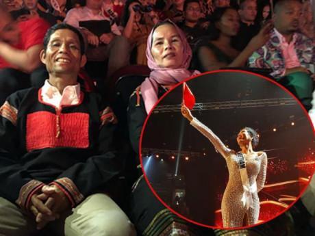 Giải trí - Cảm xúc của bố mẹ H'Hen Niê khi con gái lọt Top 5 Hoa hậu Hoàn vũ Thế giới 2018