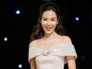 Hoa hậu Thu Thủy đầy gợi cảm, khoe đường cong nóng bỏng tại sự kiện