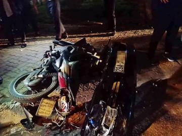 Nữ tài xế lái Lexus đâm loạt xe máy ven hồ Tây, 3 người bị thương