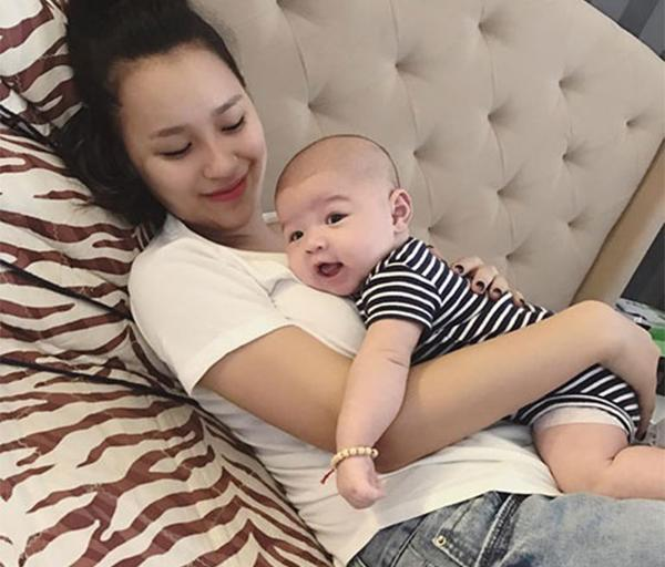 """Vóc dáng """"bốc lửa"""" sau sinh quý tử của nữ DJ Hà Thành vừa tuyên bố ly hôn chồng - 20"""
