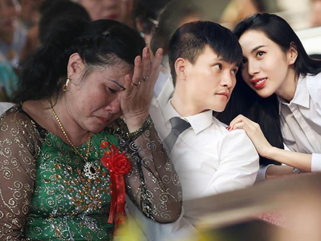 Mẹ chồng khóc, dân làng ầm ầm kéo đến hỏi tin vợ chồng Công Vinh - Thủy Tiên ly hôn