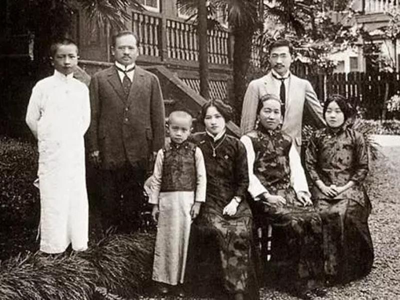 Gia tộc Tống thị ở Trung Quốc từ lâu đã nổi tiếng vì có hai cô con gái tuyệt sắc giai nhân đều là vợ của những lãnh đạo lớn. Tuy nhiên gia tộc đình đám này cũng được biết đến khi có nhiều thành viên trong gia đình bị mắc ung thư.