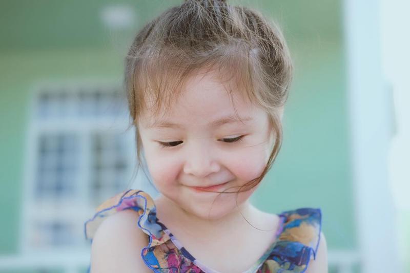 Thời gian gần đây, Elly Trần ít chia sẻ ảnh 2 con hơn so với trước. Nhưng loạt ảnh gần đây nhất của Cadie Mộc Trà đã khiến fan ngạc nhiên.