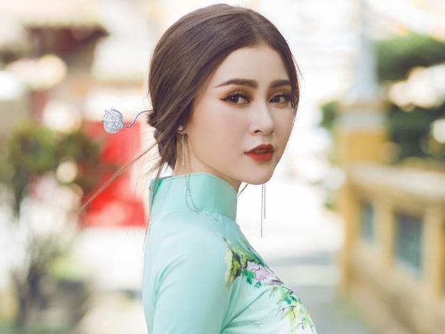 Á hậu Lý Kim Thảo nền nã áo dài, khoe nhan sắc đậm chất Á Đông