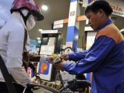 Giá xăng dầu giảm lần thứ 5 liên tiếp, về mức thấp kỷ lục trong nhiều năm qua