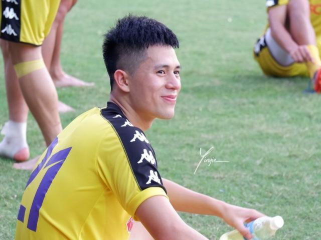 Khi anh em chuẩn bị Asian Cup thì Trọng Ỉn vì chấn thương mà livestream... đổi nghề?
