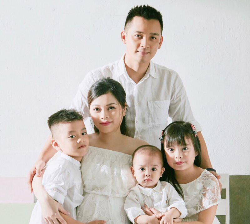 Không chỉ thành công trong lĩnh vực kinh doanh, hotmom Nguyễn Bích Hằng còn là một bà mẹ bỉm sữa có sức ảnh hưởng khá lớn trên mạng xã hội với hơn 350 nghìn người theo dõi.