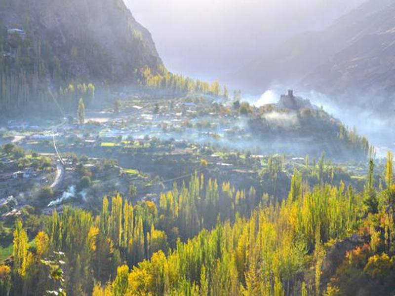 Bộ tộc Hunzas sống ởvùng núi phía bắc Pakistan, dọc theo dãy núi Himalaya với khoảng 30.000 người sinh sống. Họ được mệnh danh là bộ tộc sống lâu đời nhất trên thế giới bởi tuổi thọ của họ kéo dài hơn cả một thế kỷ.