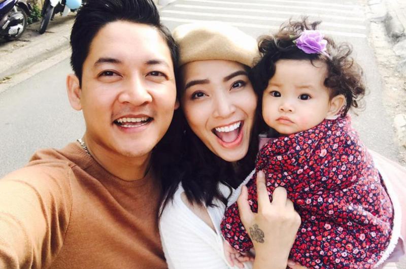 Đối với phụ nữ, mang thai là khoảng thời gian hạnh phúc nhất. Các sao nam Việt này khiến công chúng rất bất ngờ trước sự khéo léo và đảm đang khi chăm vợ bầu bí. Thành Đạt chắc hẳn là một trong những ông chồng giàu kinh nghiệm chăm vợ bầu nhất.